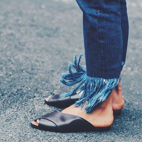 Tuesday Details ..... #mclabels #fashion #tuesday #detail #denim #fringes #instacool #sandals #leather #blue #street #streetstyle #summer #summerdreaming #instagram #sky