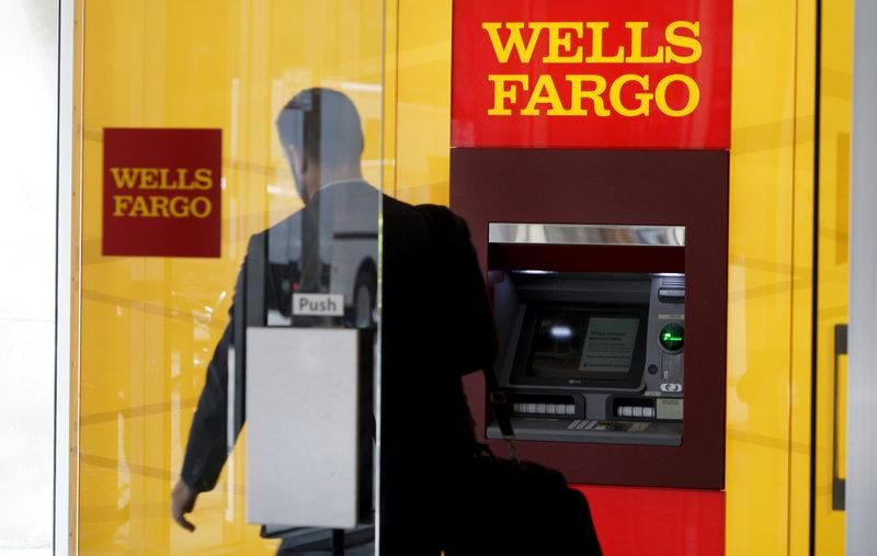 bit.ly/2oskBis Wells Fargo pauses annual meeting due to unruly shareholder