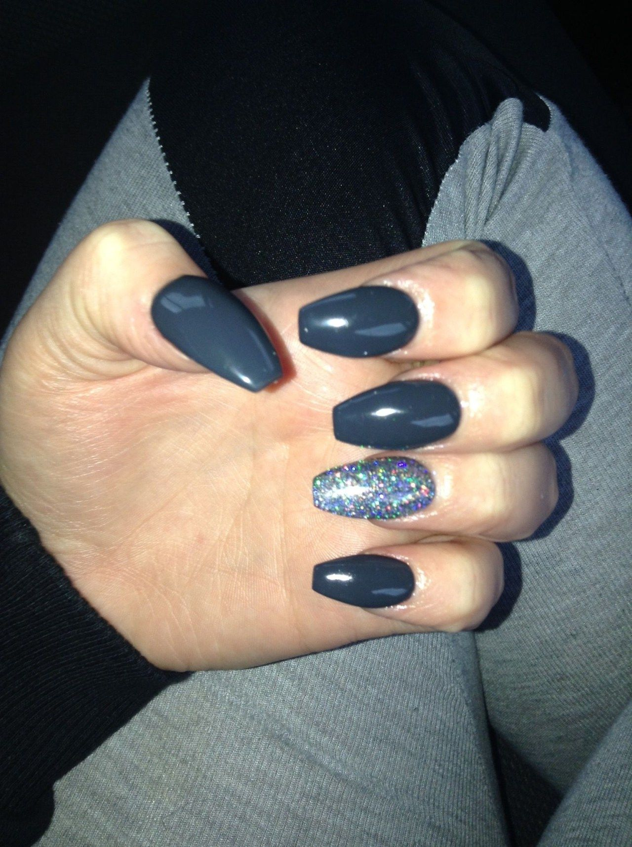 Best Winter Dark Nail Color For Your Character 12 101outfit Com