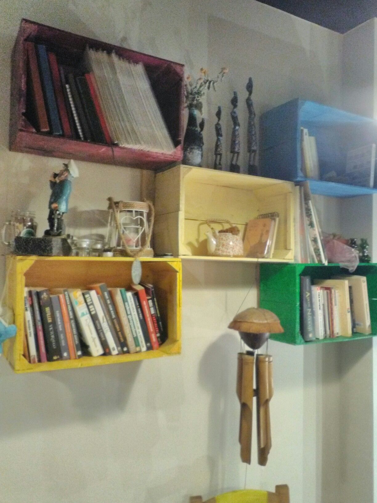 Renkli Kasa Kitaplik Kafe Dekor Cafe Home Decor Decor