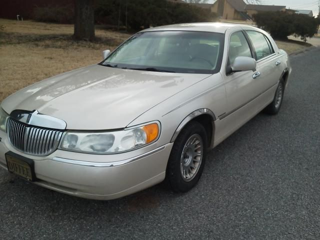 The Car Ii Drive Everyday But With Rims 2000 Lincoln Town