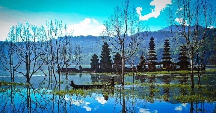The beautifully peaceful landscape of Tamblian Lake in Bali, Indonesia. (Photographer: Agung Krisprimandoyo)
