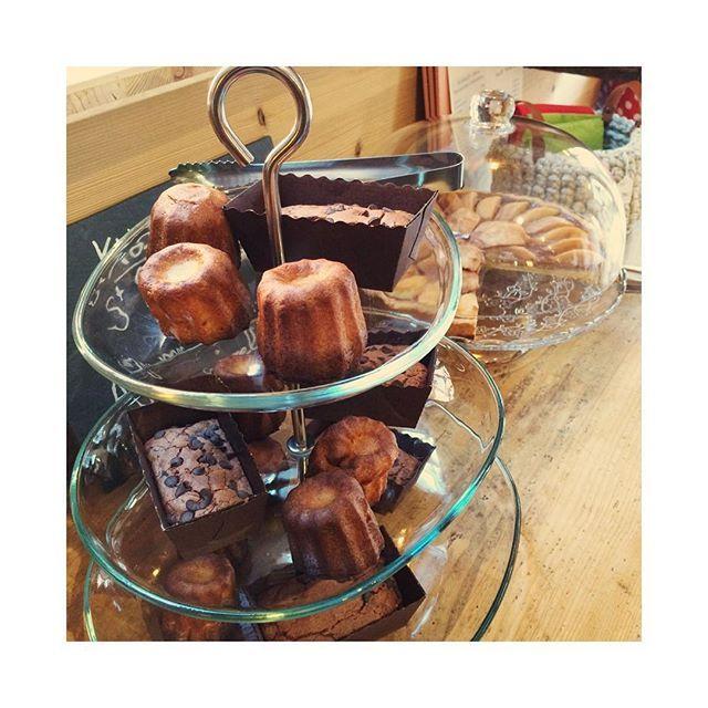 Au programme de cet après-midi, tarte chocolat poire, brownies chocolat et noix, et cannelés le tout fait maison ! #libellule67600 #libellule #selestat #alsace #3ruedu17novembre #monalsace #cadeaunoel #cafeboutique
