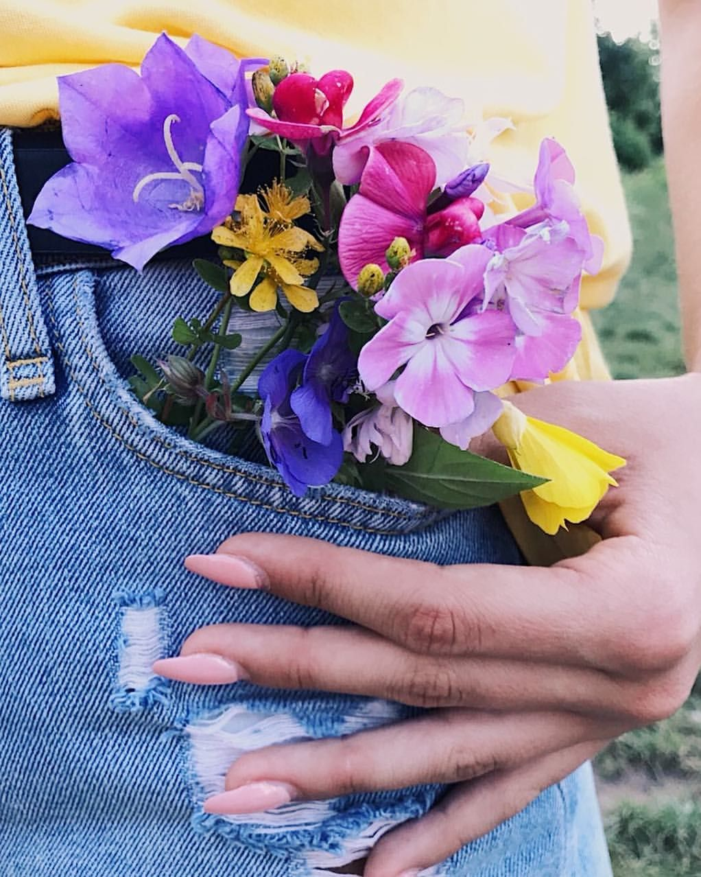 It's your time to bloom🌸🌼🌺 #flowers#hand#nails#pink#yellow#purple#instaphoto#instapic#instagood#beautifu#summer#kwiatki#🌸#vacation#nature