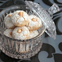 Moroccan cookies with almond and orange blossom. (in French)