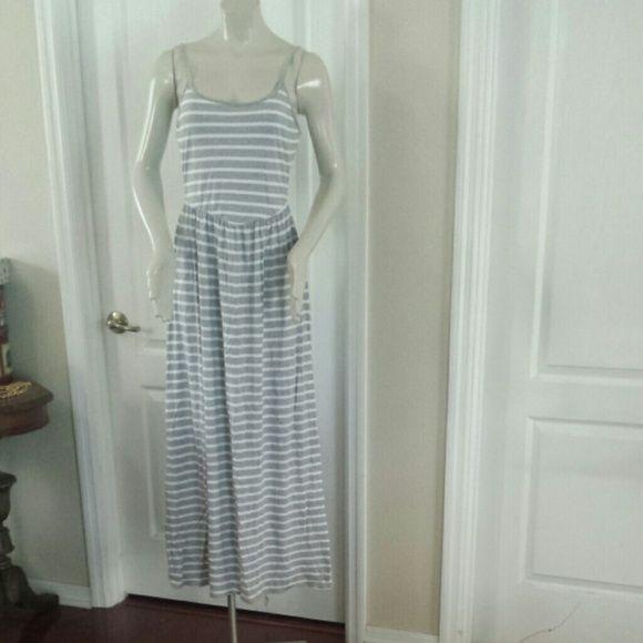 Lauren Conrad Maxi Dress Super cute Lauren Conrad Dress. Perfect for spring.  Stretchy. Dresses Maxi