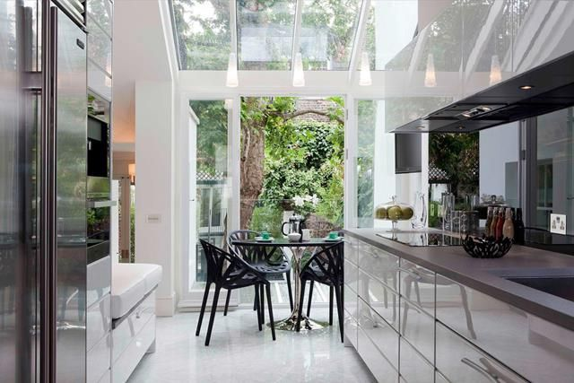 Picture of Modern kitchen Design with Wide Breathing Space