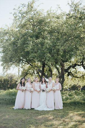 Bride with pink bridesmaids dresses at @vintagevillastx Photo: @ninephotography