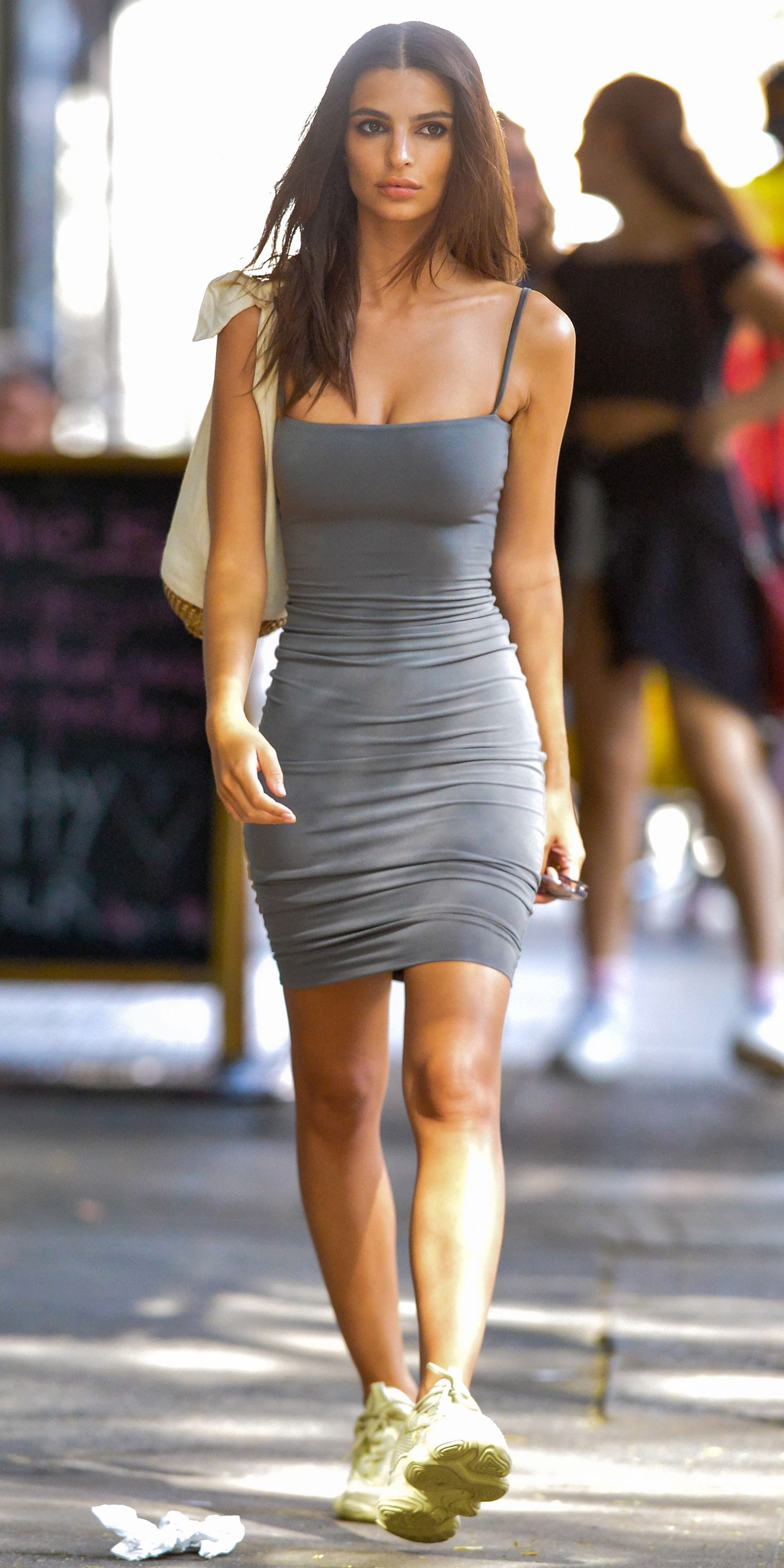 e81e563b31f1f3 Look of the Day - Emily Ratajkowski from InStyle.com