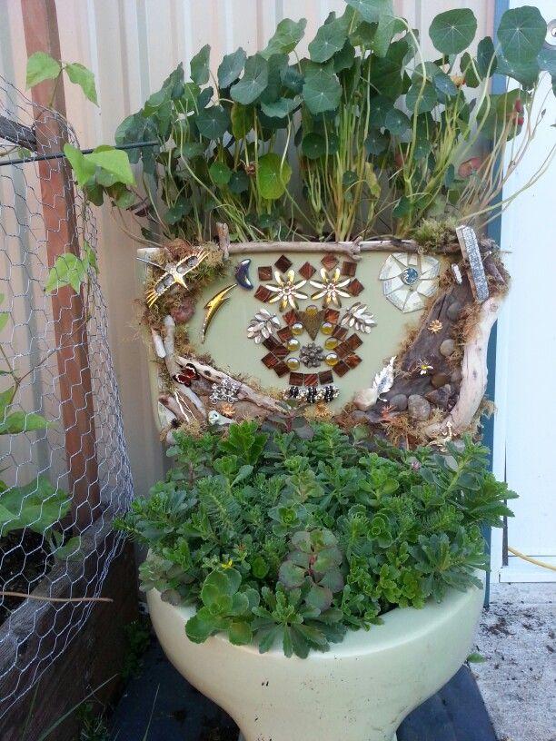 My Decorated Toilet Tank Planter Recipiente Para Planta Ideas