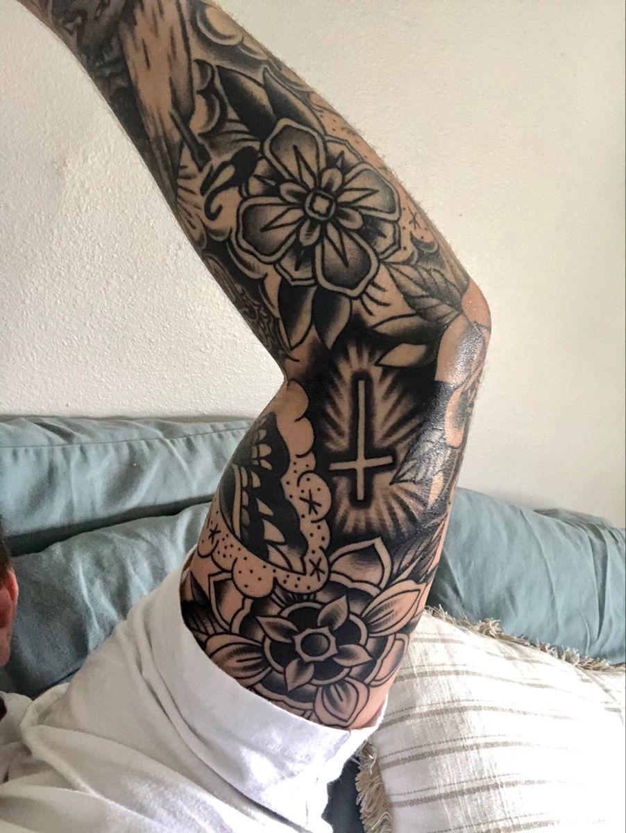 American Traditional Filler : american, traditional, filler, Traditional, #filler, #flowers, #cross, #halfsleeve, Tattoo, Sleeve,, Sleeve, Filler,, Tattoos
