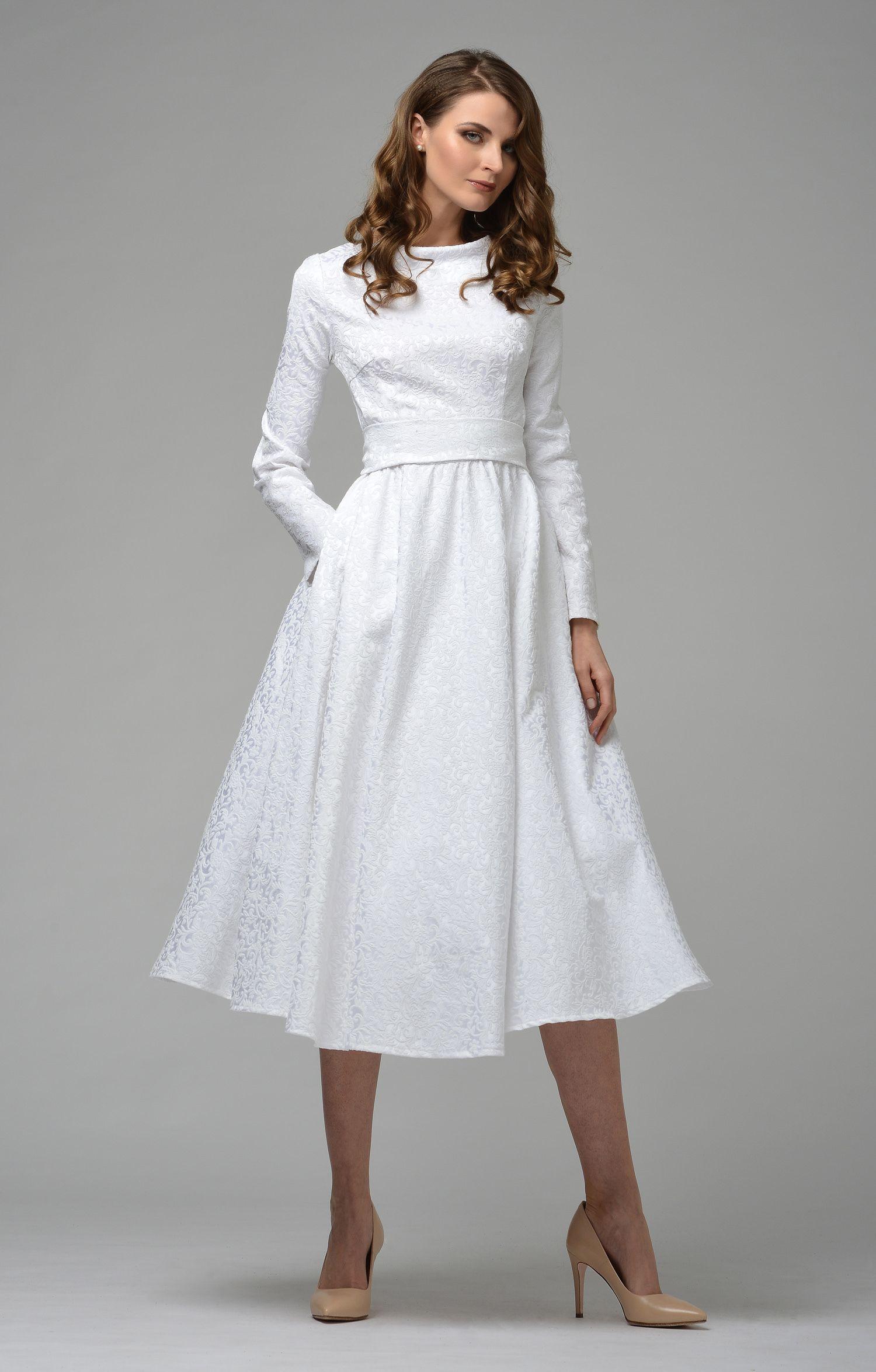 Designer Kleider  Fashion dresses, Fashion, Cream dress outfit