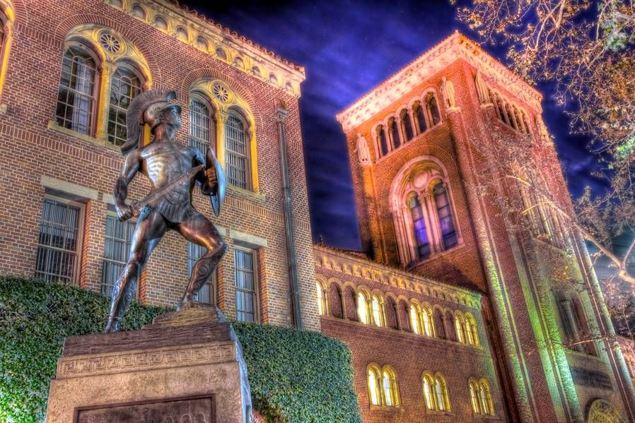 Tommy Trojan Keeps Watch Over The Campus Of Usc Near Downtown Los Angeles Usc Trojans Usc University Of Southern California