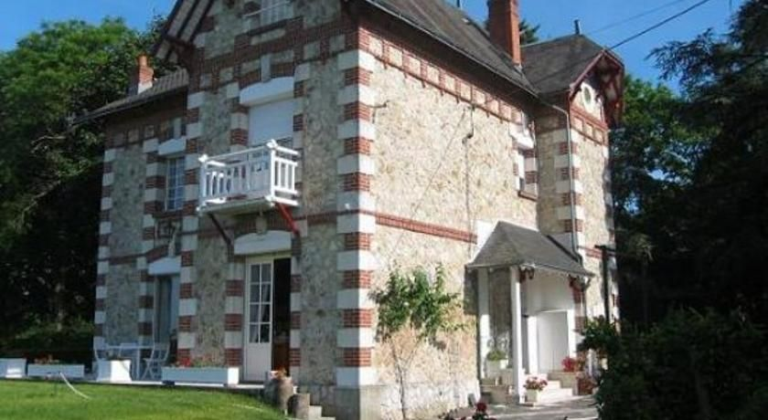 Le Buisson Montlouis-sur-Loire This bed and breakfast is surrounded