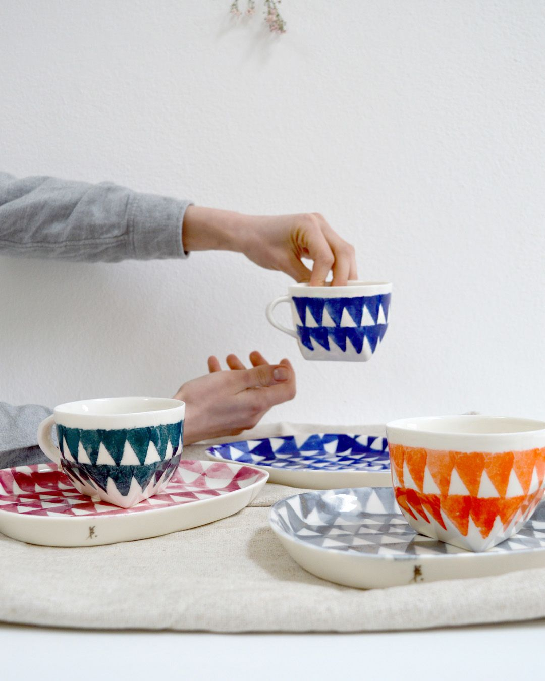 Mix and match colours of my handmade porcelain cups and plates.  .  My personal choice is blue, but green and pink comes quiet close too!  . . . #kbednorzceramics #porcelainplate #porcelaincup #ceramicdesign #contemporaryceramics #functionalceramics #claystagram #moderncraft #studioloommodena