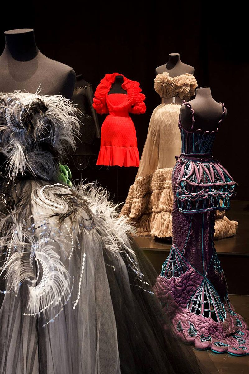 Una exhibicion francesa subraya la relación del cuerpo con la moda