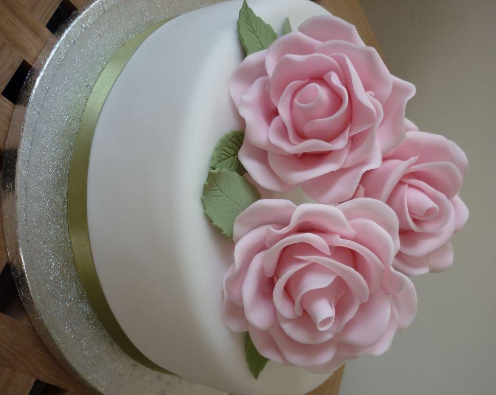 Sugar Roses cake - My first attempt at making sugar roses!