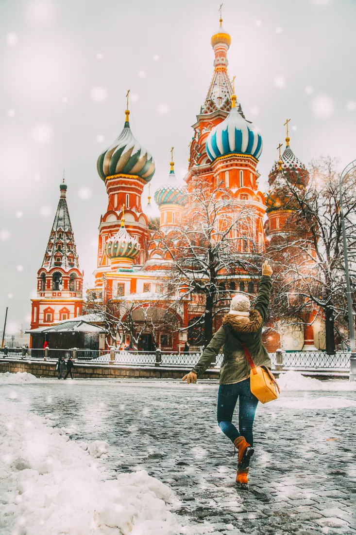 20 Magical Photos of Christmas in Moscow, Russia // Moscow is a real-life fairy tale at Christmastime! These photos are here to prove it. #moscow #christmas #russia #travel #photography
