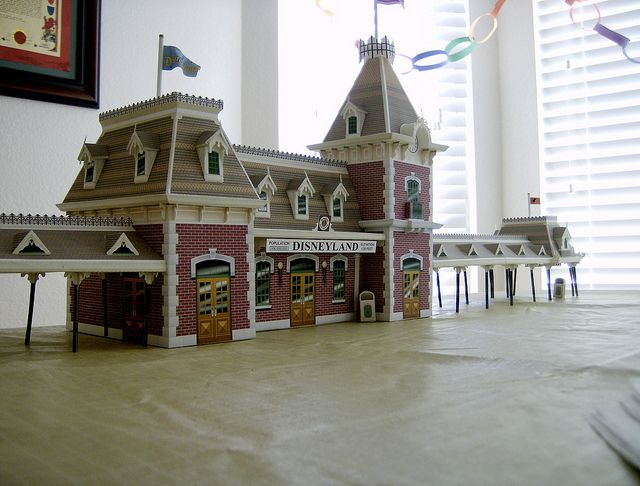 Disneyland Train Station Paper Model The Disney Experience Com Paper Models Model Train Layouts Disney Crafts
