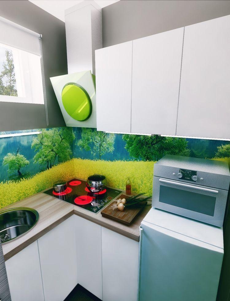 Minimalistsiche Küche In Weiß Mit Farbiger Küchenwand