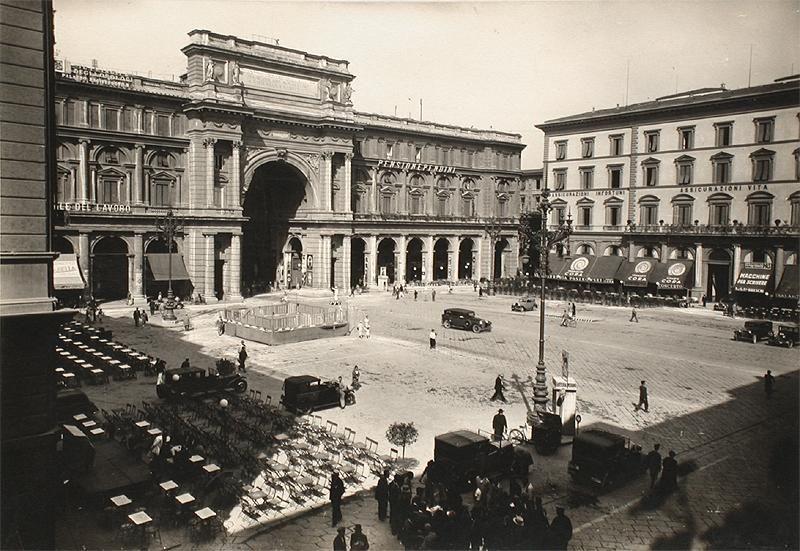 Caffè Paszkowski, Piazza della Repubblica