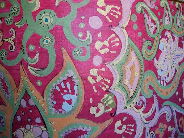 Exotisch und gleichzeitig vertraut wirkt das Motiv der Fototapete Kunst von Simone Anderlan. Mit ihren leuchtenden Farben verbreiten die kunstvollen asiatischen Ornamente ein besonders heiteres Ambiente und einen ganz außergewöhnlichen Charme.