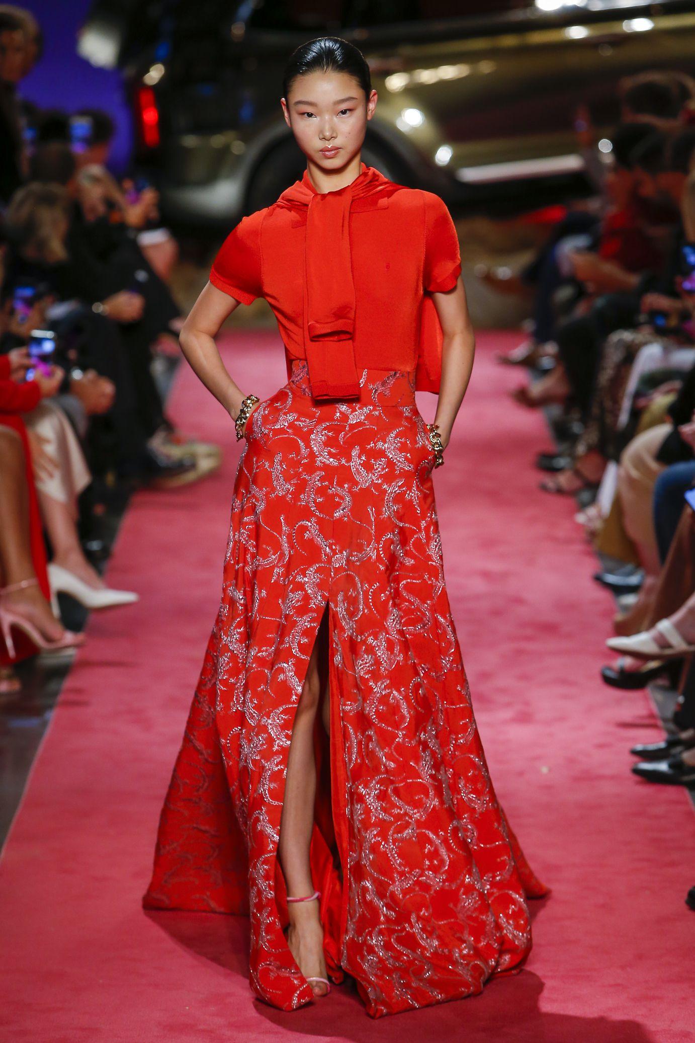 Brandon Maxwell trouxe para as passarelas da New York Fashion Week 2019  modelos inspirado na moda texana  grandes e8a605d69912b
