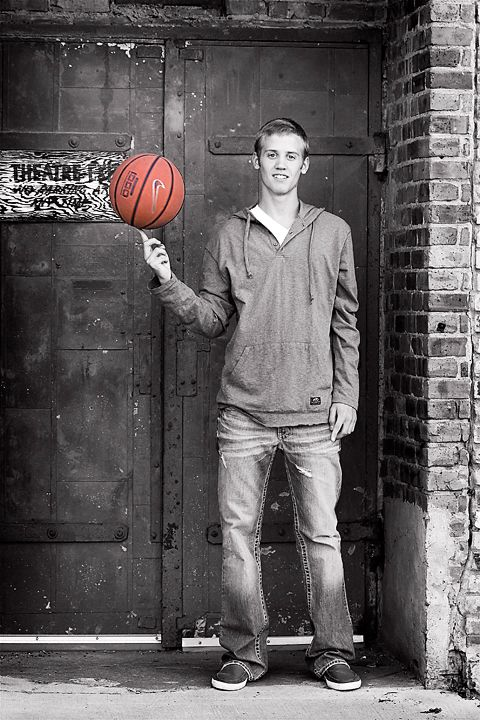 Photography By Kari Senior Guys Basketball Senior Pictures Senior Pictures Boys Senior Boy Photography