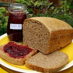 Una receta ideal para desayunos y meriendas saludables de tostadas: con mantequilla y mermelada, con tomate y aceite de oliva; con aguacate y queso; con pasta de sésamo y miel; con huevos revueltos y pimienta negra...