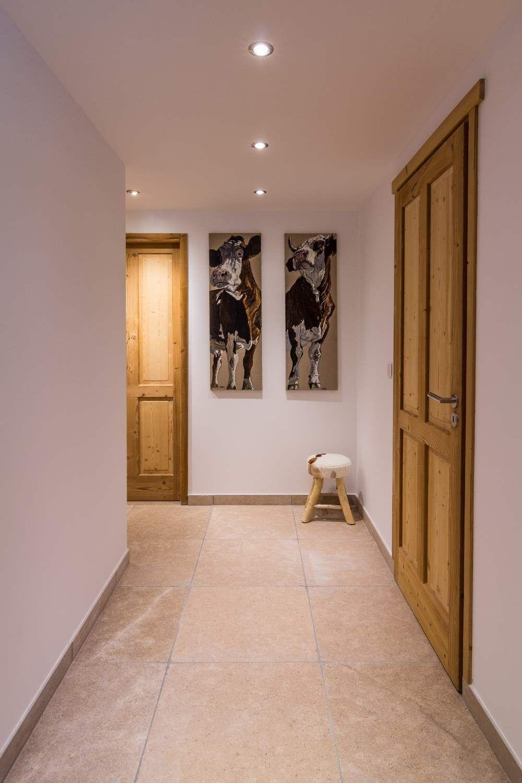Ce couloir au design très épuré et moderne à la fois. Mélange de ...