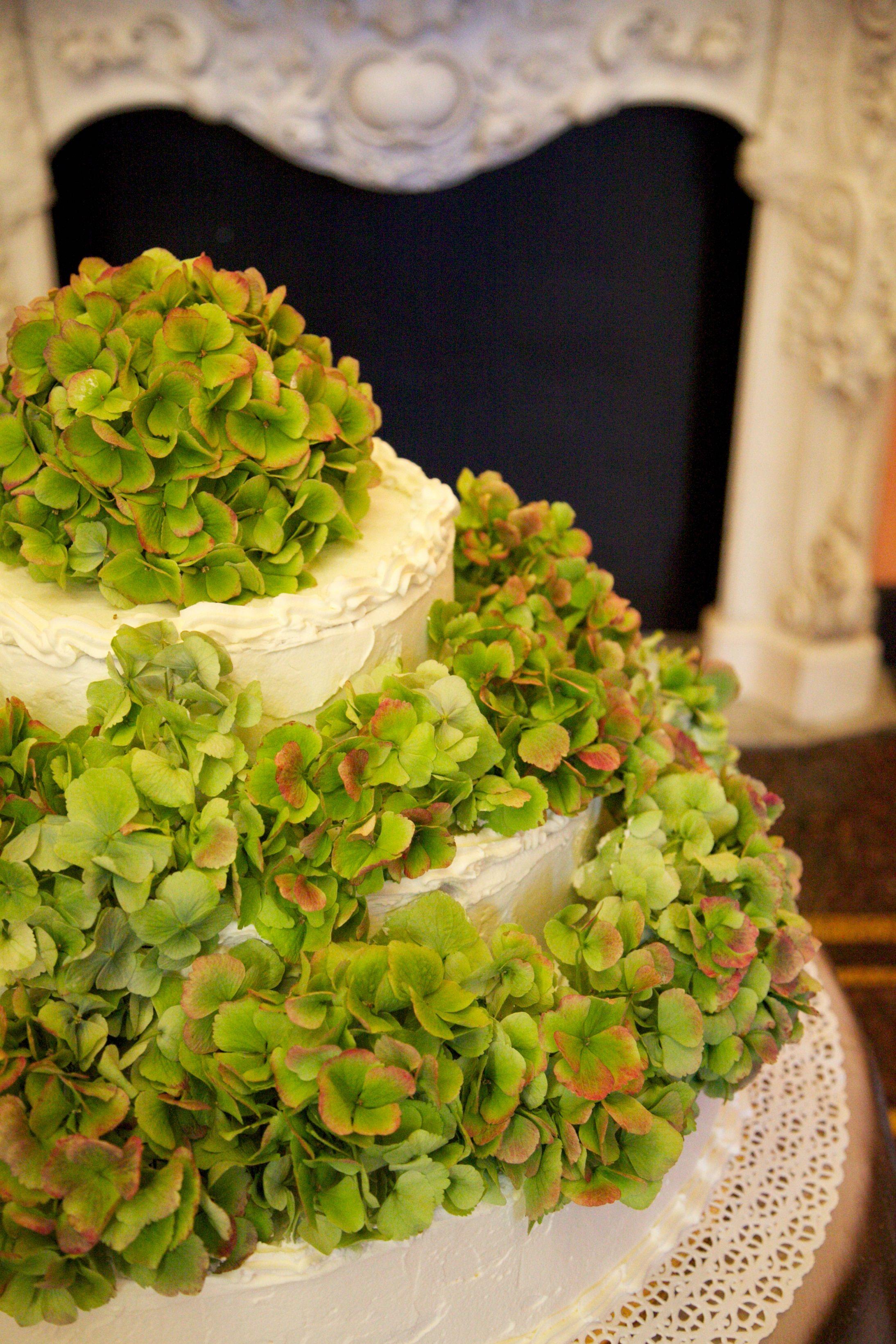 Una wedding cake ricca di ortensie!  Salone Camino - Palazzo della Meridiana    PH Clara Bigaretti Fotografa http://www.clarabigaretti.it/