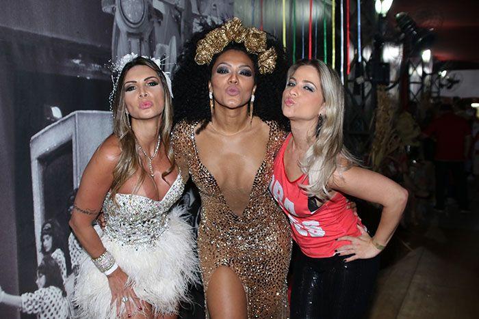 Simone Sampaio brilha em festa da Dragões ao lado de Mônica Apor e Helena Soares