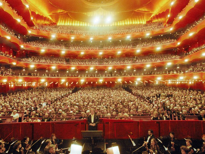 After Closure The Met Opera Offers Free Streaming Of Past Performances In 2020 Metropolitan Opera Opera Orchestra