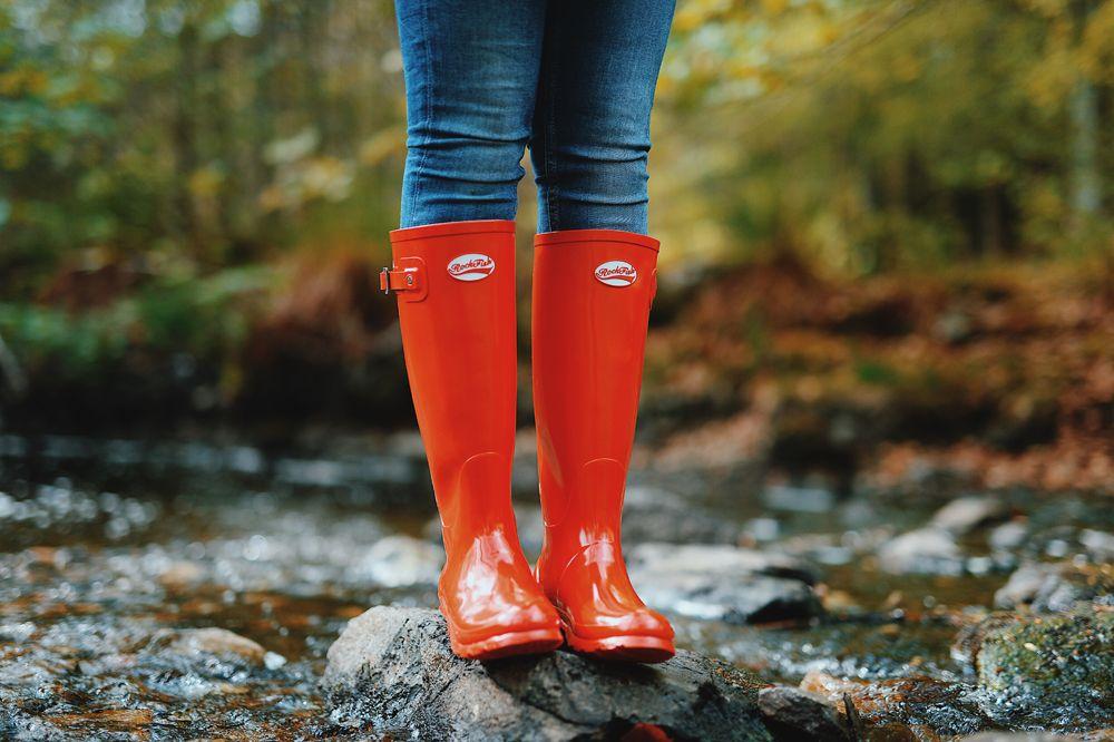 Nude girl in rain boots — pic 10