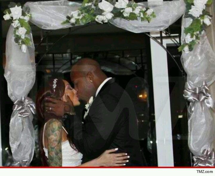 Terrell Suggs Marrys Baby Mama Candace Williams Terrell Suggs Baltimore Ravens Getting Married