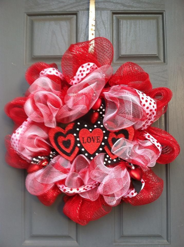 cool valentine s day wreath ideas for 2014 valentine 39 s day diy valentines day wreath. Black Bedroom Furniture Sets. Home Design Ideas