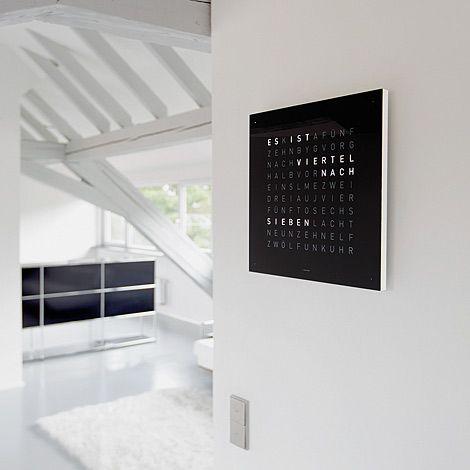 qlocktwo die wanduhr f r die die lesen k nnen wanduhren haus und garten und uhren. Black Bedroom Furniture Sets. Home Design Ideas