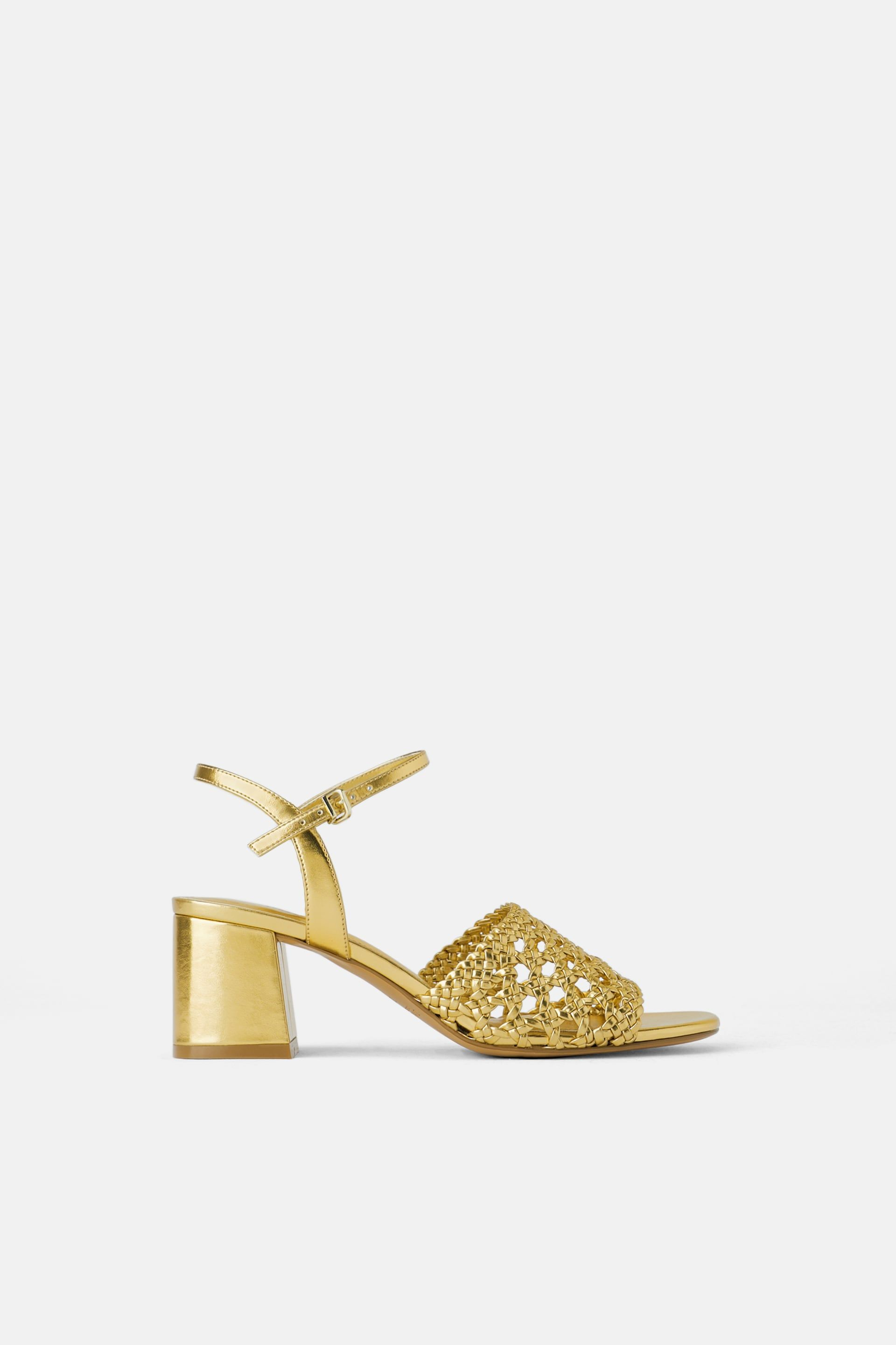 a8c9cada216 Wide heeled woven sandals in 2019 | Shoes, Por Favor | Sandals ...
