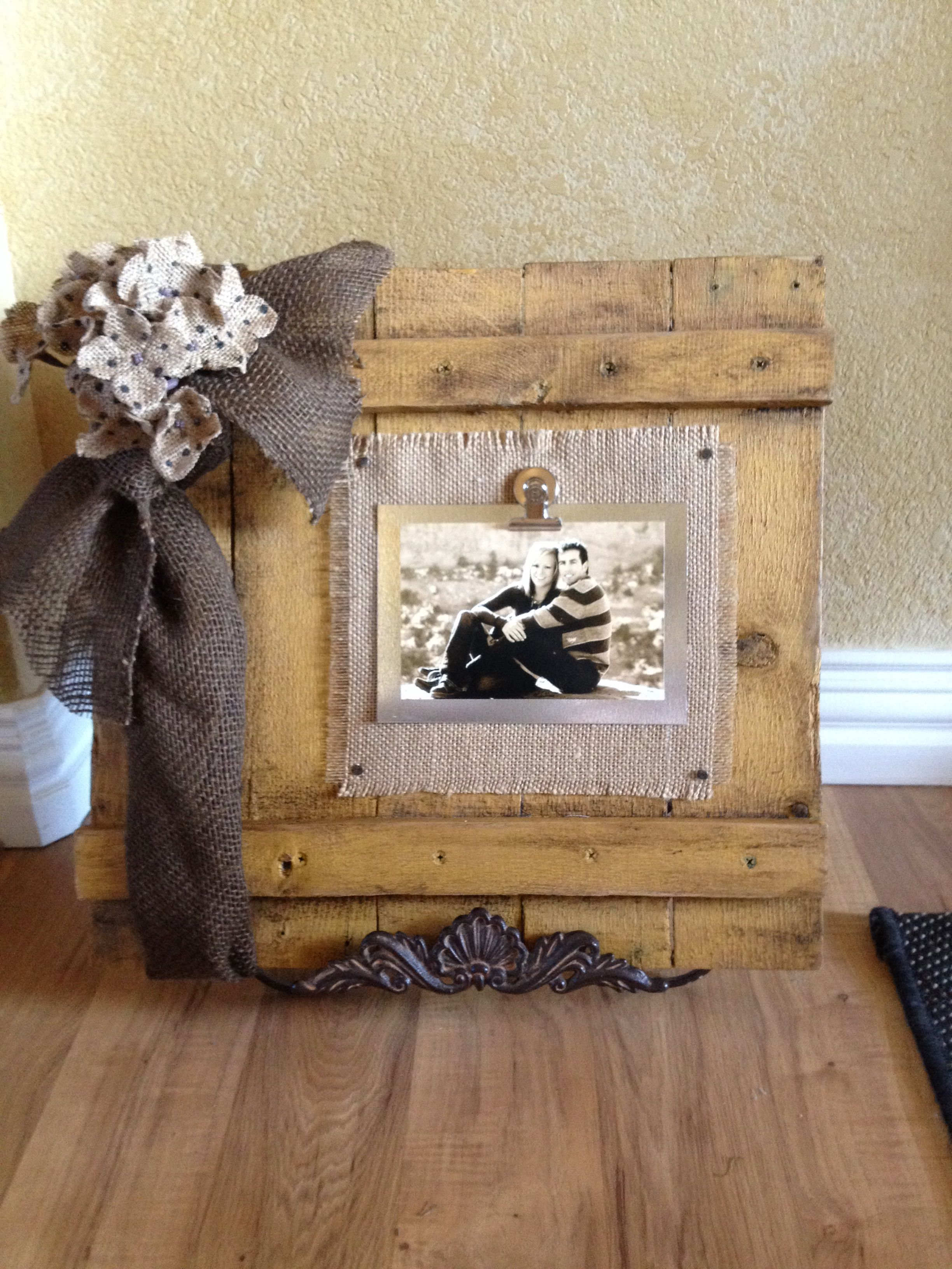 Pallet frame with burlap and flashing | Picture frames | Pinterest ...