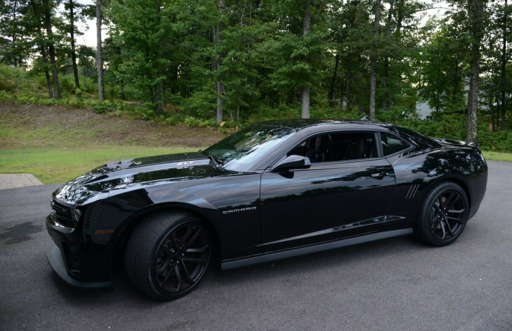 2012 zl1 black on black with black wheels 1 600 miles. Black Bedroom Furniture Sets. Home Design Ideas