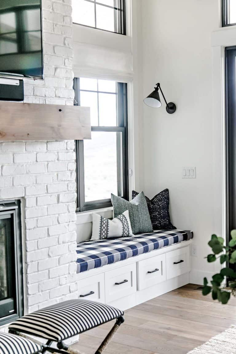 28 extremely cozy fireplace reading nooks for curling up
