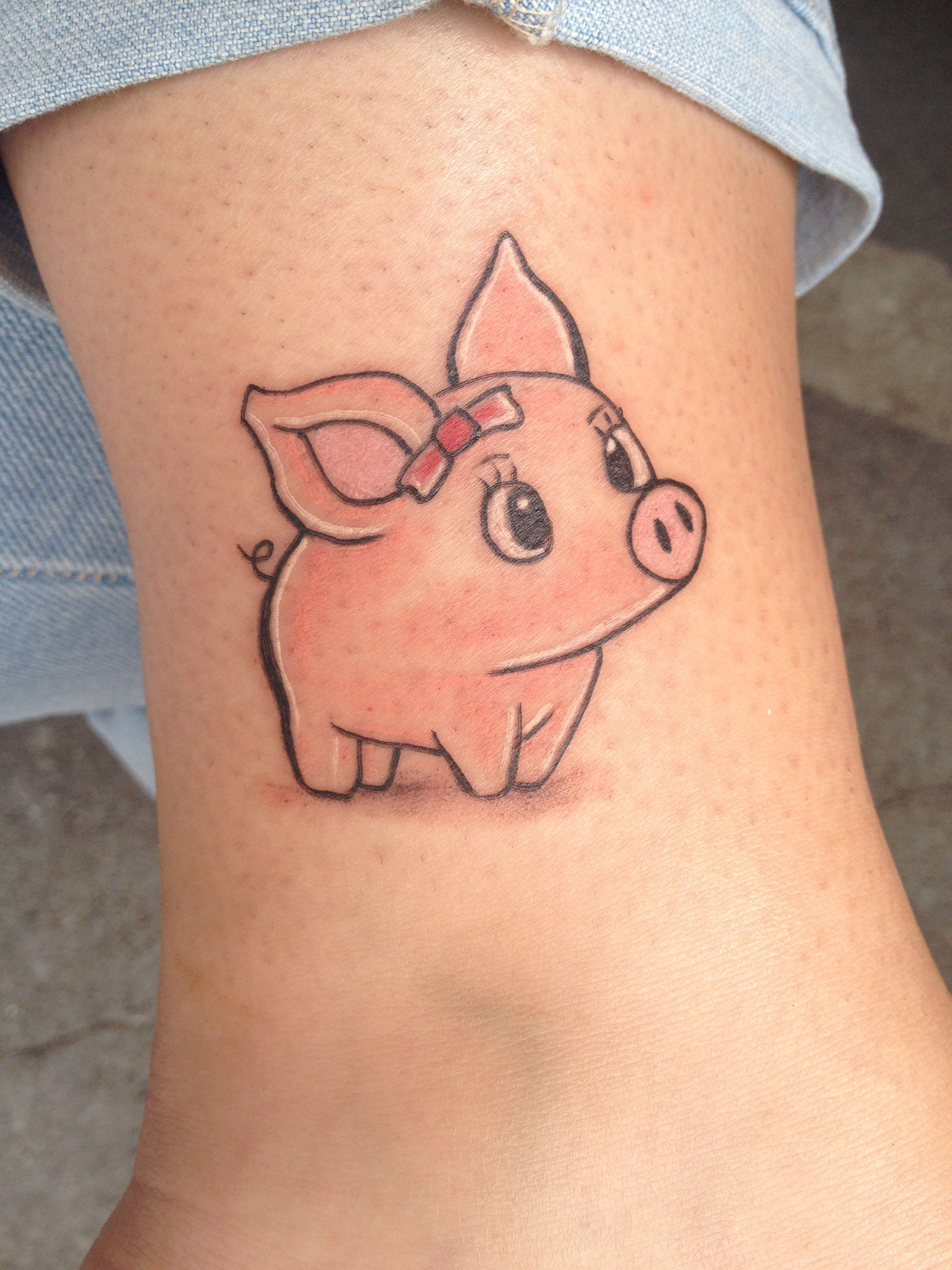 lil piggy tattoo i want pinterest schwein tattoos. Black Bedroom Furniture Sets. Home Design Ideas