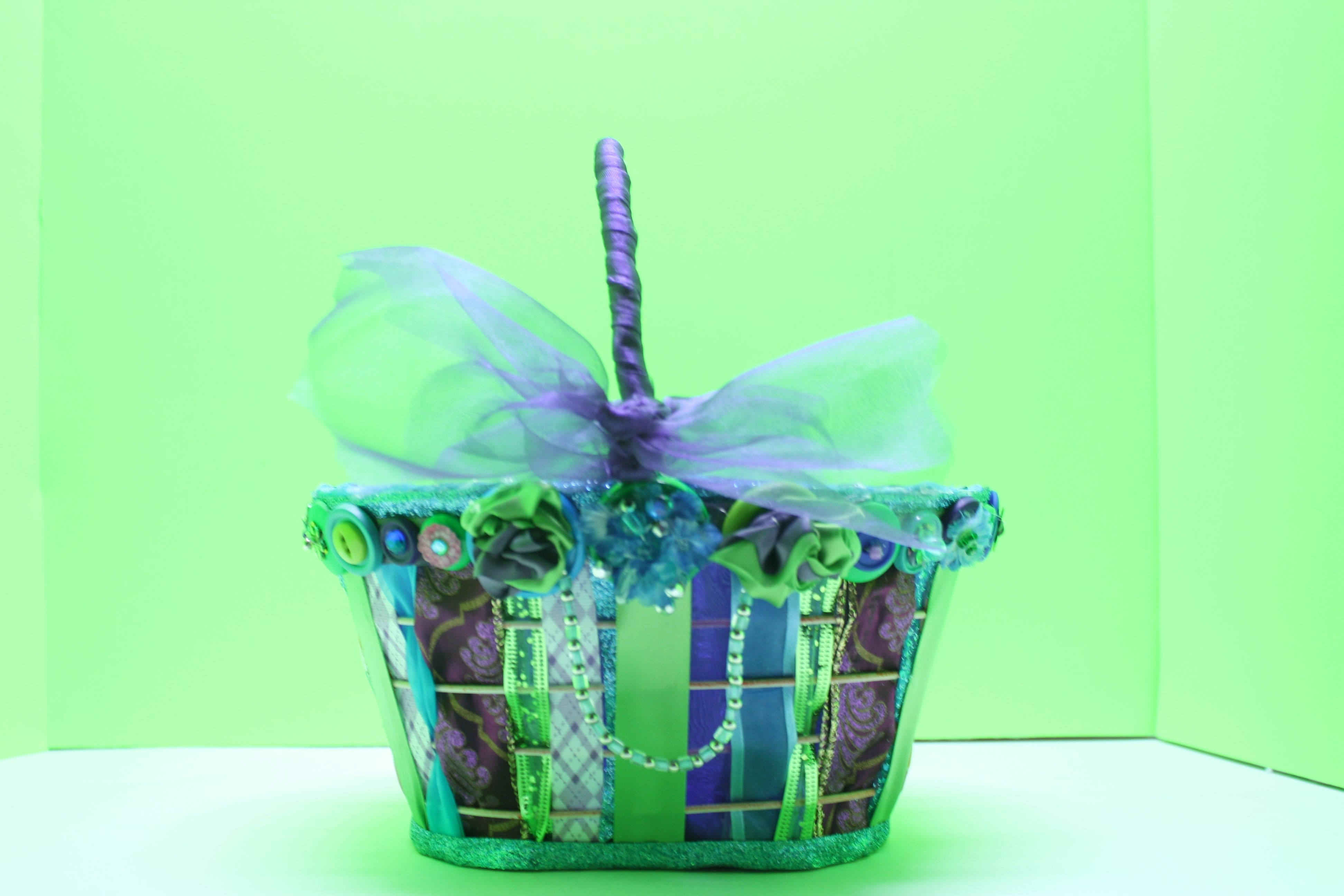 Bottons and Bows Easter Basket