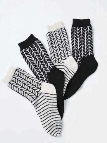 Free Knitting Pattern - Adult Slippers & Socks: Graphic Chevrons Socks