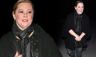Melissa McCarthy wears all-black outfit for Christmas basketball ...