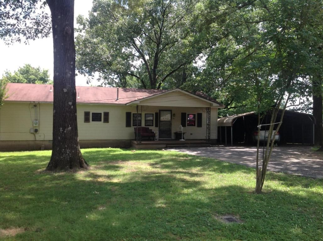 southside location and a real pretty setting with nice level yard