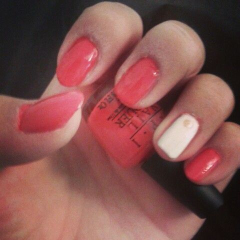 I did my nails this lovely sunday!! Watcha think!?