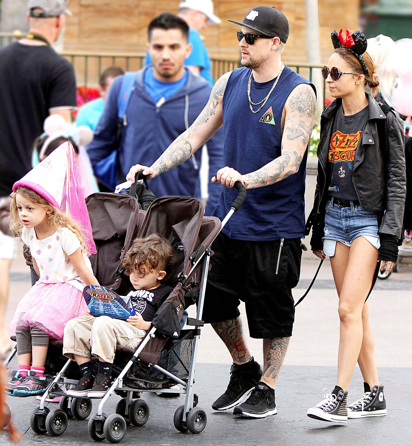 Nicole Richie: Christmas Shopping with Harlow & Sparrow ...