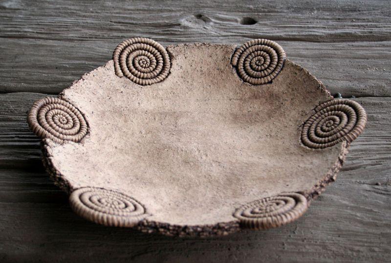 Hier auf der letzten Galerieseite findest du Keramik - nicht nur für den Tisch. Verschiedene Schüssel und Schalen, aber auch Sparsäcke zur Geburt, sowie Saisonales zu Ostern und  Weihnachten.  Keramik fürs Haus   Weihnachten   Ostern