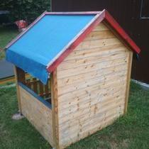 803ca526228b Predám detský drevený záhradný domček.Potrebné obrúsiť a natrieť.Domček má  2 roky.